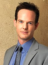 Jason Gray-Stanford ist Lt. Disher